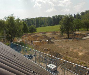 Blick vom Gerüst auf den hinteren Bereich des zukünftigen Dorf Sentana