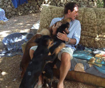 Ralph Anstoetz im Tierheim auf Mallorca